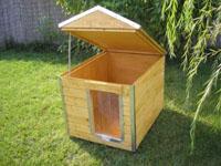 3f28237defaa ... Teljesen hőszigetelt levehető tetejű, amerikai zsindelyfedésű, Hő  függönnyel és rágásvédelemmel ellátott időjárás ellenálló kutyaház  Részletek >>